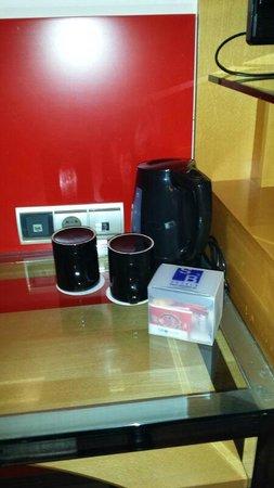 Hotel SB Icaria Barcelona: Cafetera en habitación