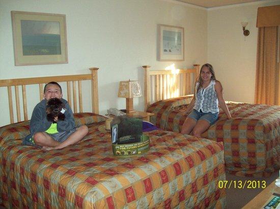 Old Faithful Inn: Our room with the stuffed buffalo