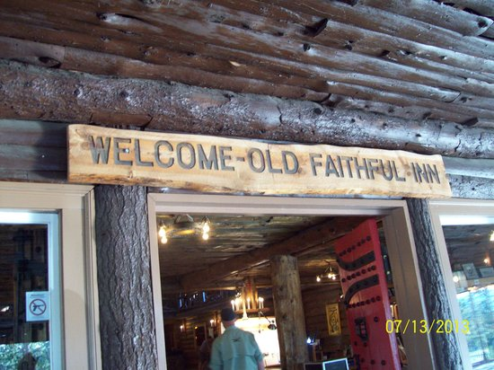 Old Faithful Inn: Nice vintage details
