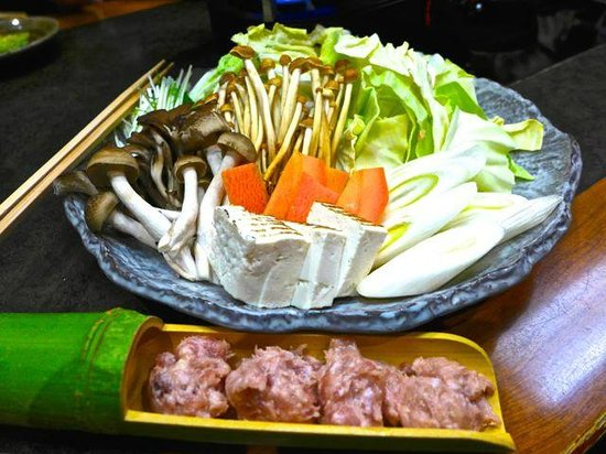 Torigen Shinjuku Nishiguchi: Vegetable plate and minced chicken meat for the soup