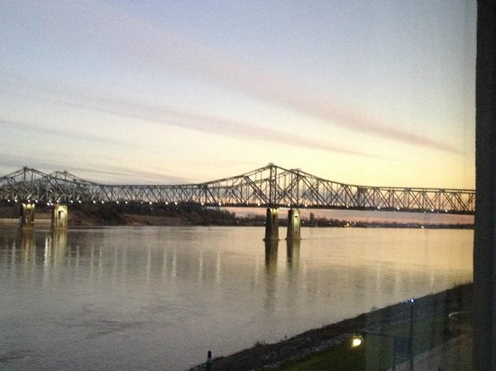 Comfort Suites: View of the MS River bridge from our 3rd floor room