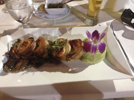 Olivos Restaurant: Bacon wrapped chicken