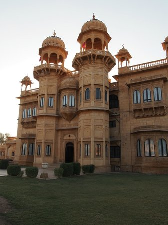 Jawahar Niwas Palace: View from the front