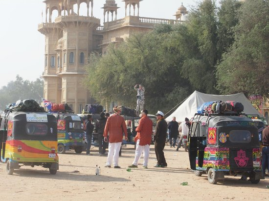 Jawahar Niwas Palace: January 2014 Rickshaw Run