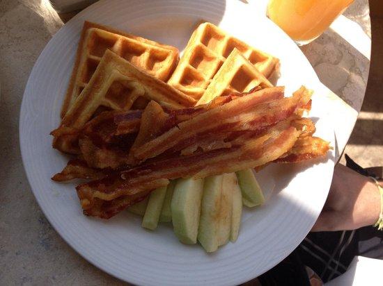 Camino Real Zaashila: Waffles