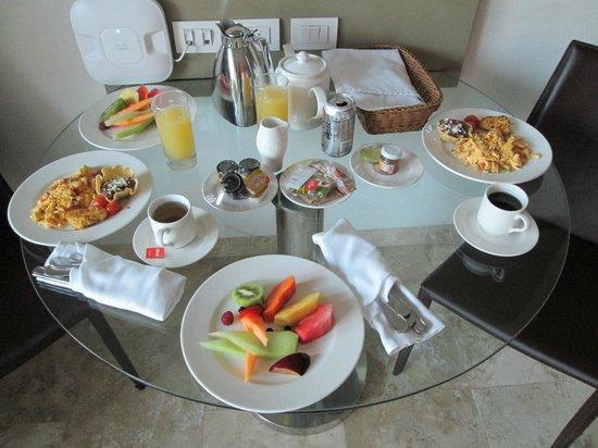 Paradisus Playa Del Carmen La Esmeralda: Delicious breakfast in my room.