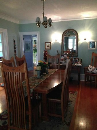 The Carlton Inn Bed & Breakfast: Dining Room