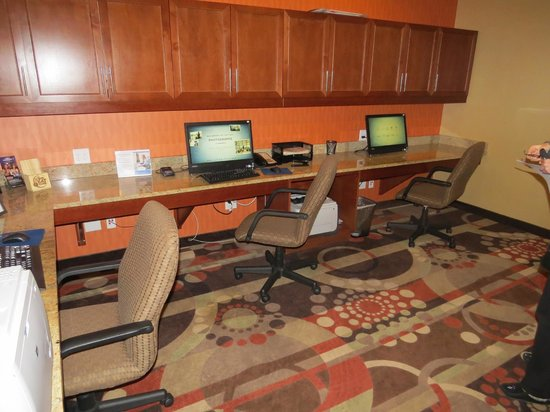 Hampton Inn and Suites Seattle-Airport/28th Ave: Print your boarding passes in here