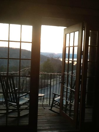 Big Cedar Lodge: View of Table Rock Lake from our porch