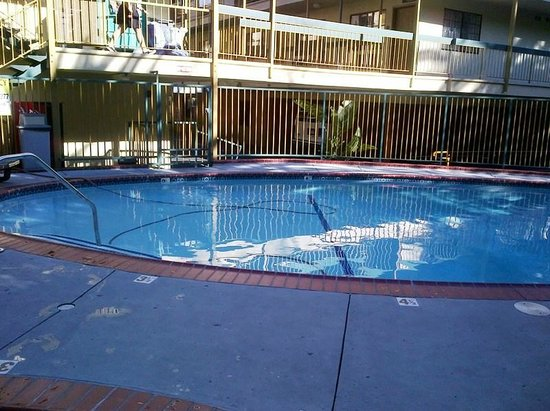 Best Western Hollywood Plaza Inn: Pool not heated (at least, not in March!)