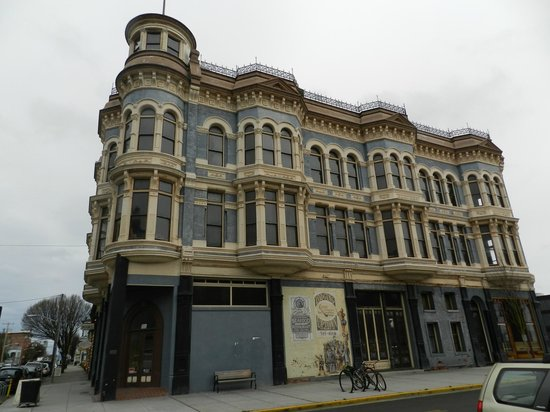 Ravenscroft Inn : The Hastings Building