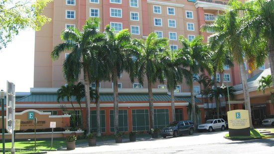 Embassy Suites by Hilton San Juan Hotel & Casino: Front of hotel