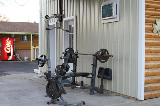 Little Shamrock Motel: The Fitness Room; I came back ripped