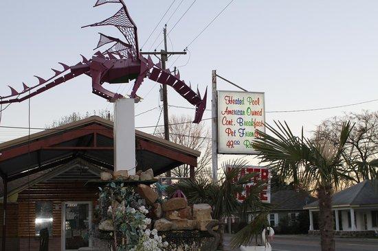 Little Shamrock Motel: The infamous purple dragon