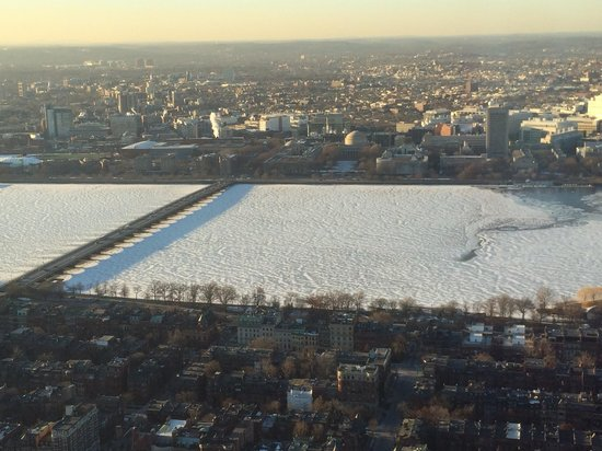 Top of the Hub: Charles River congelado