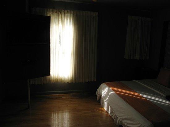 Nassau Suite Hotel: luminosa habitacion