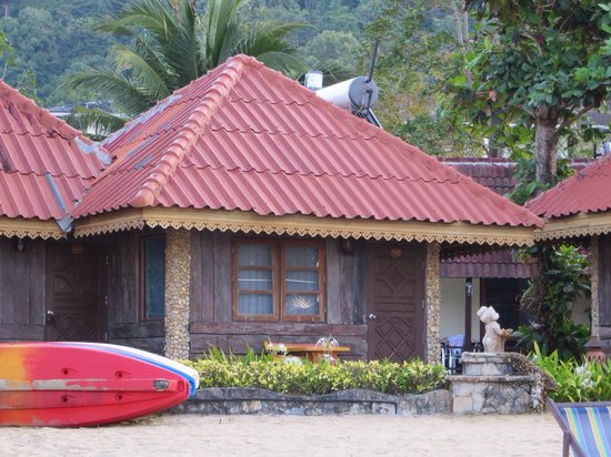 Koh Chang Resort & Spa: Cottage A-7 (On beach, facing ocean.)