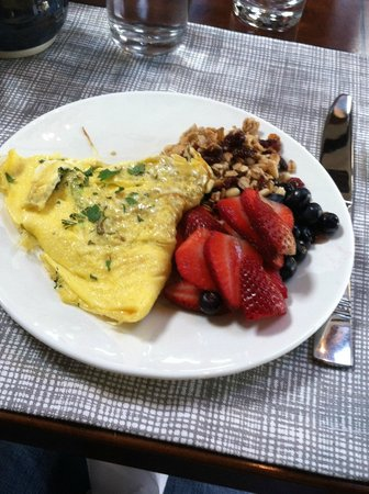 Morning Glory Inn: My fabulous breakfast with dairy free omelet and home made granola!