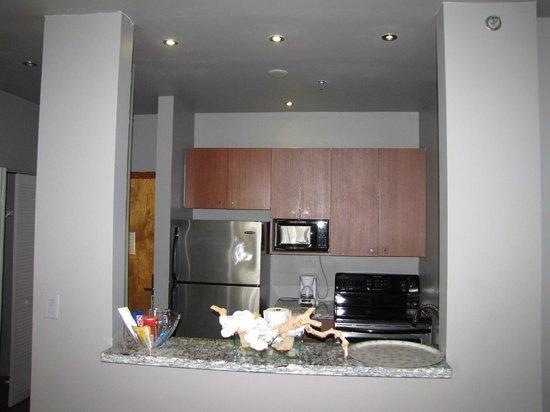 Nassau Suite Hotel: cocina completa con vajilla y utencillos
