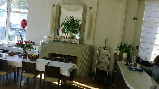 Nassau Suite Hotel : zona para desayunar