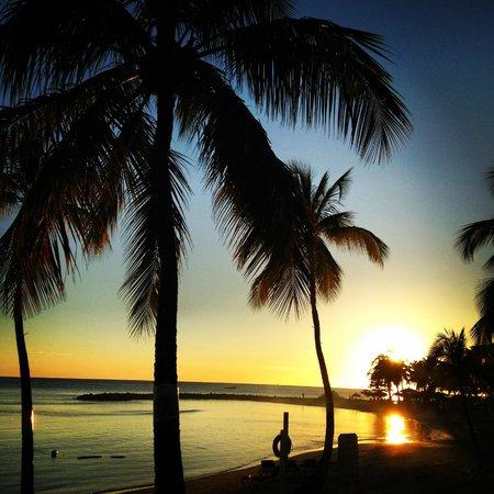 Windjammer Landing Villa Beach Resort : Sitting at the bar at sunset
