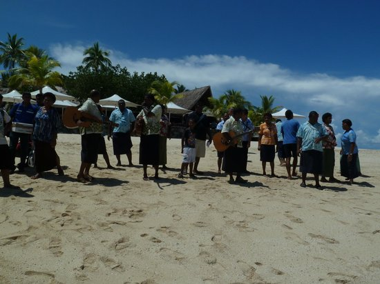 Castaway Island Fiji : welcome song & staff