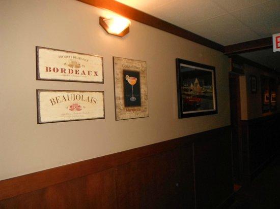 BEST WESTERN PLUS Country Meadows Inn: Decor entrance