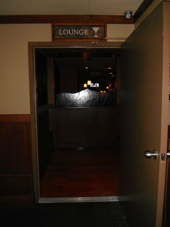 Best Western Plus Country Meadows Inn : Lounge Entrance