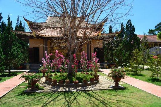 Thien Vien Truc Lam : Truc Lam Temple Complex Dalat
