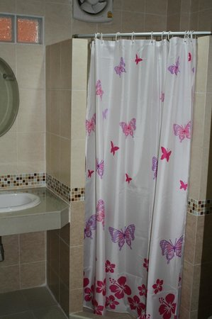 Varada Place: Ensuite bathroom with shower facilities