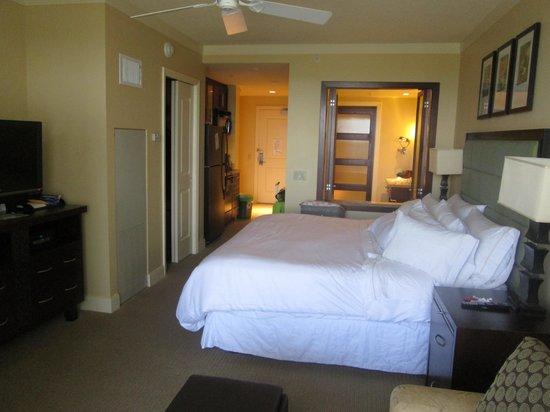 The Westin Kaanapali Ocean Resort Villas : Smaller Room