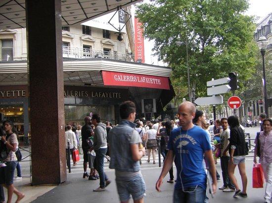 Galeries Lafayette Haussmann: Tomada da fachada das Galeries Lafayette, Paris