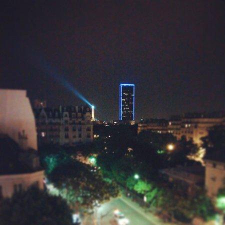 Hotel du Lion: エッフェル塔とモンパルナスタワー