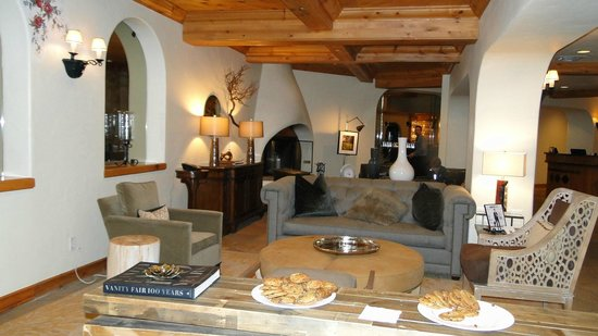 The Pines Lodge, A RockResort: Hotel Lobby with Free Cookies