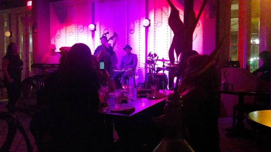 Little Gem Saloon in New Orleans: Kid Merv performing at the Little Gem