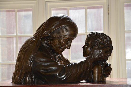 Basilica of the National Shrine of the Assumption of the Blessed Virgin Mary: Bronze statue Mother Theresa