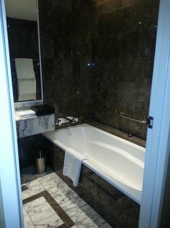 Grand Hyatt Melbourne: Bathroom