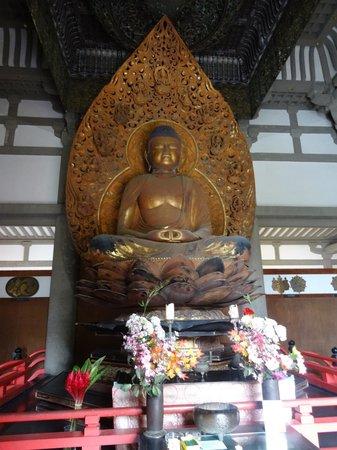 Byodo-In Temple: Main Statue