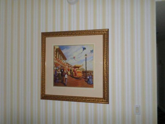 Disney's BoardWalk Inn : Wall decor in the room
