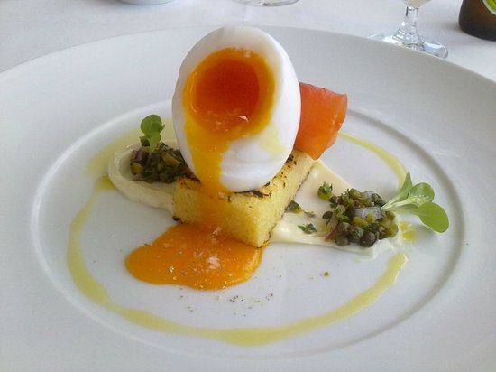 Catalina Restaurant: Entree - Duck egg & salmon