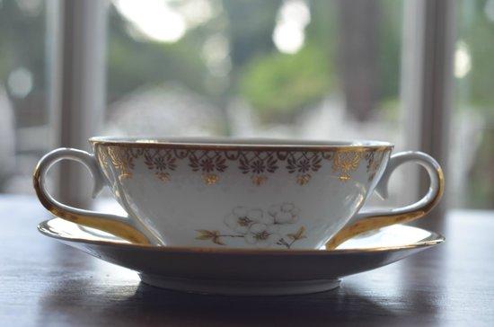 Josephine Boutique Hotel: Café da manhã servido em porcelana Inglesa