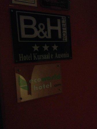 Hotel Kursaal Ausonia: Ingreso