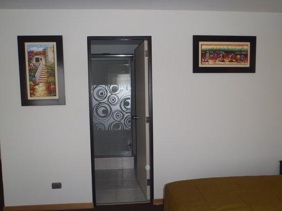 Hotel Britania Miraflores : entrada baño