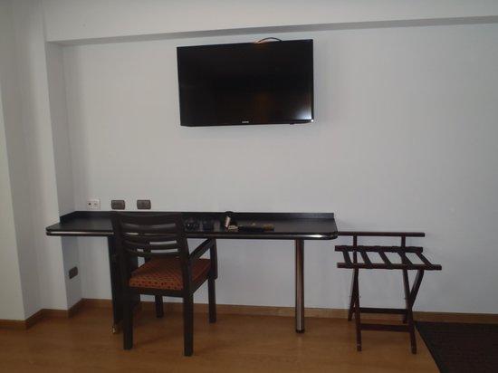 Hotel Britania Miraflores : tv