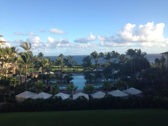 The Ritz-Carlton, Kapalua: Pool view from the lobby