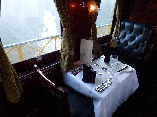 Royal Livingston Express : table for 2