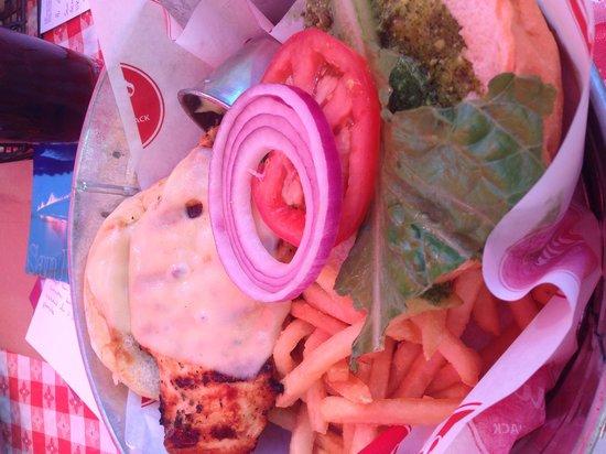 Lou's Pier 47 Restaurant : Chicken burger