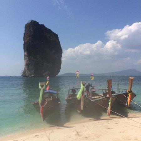 Poda Island : Longtail boats