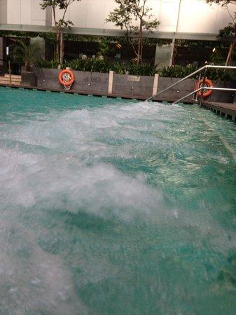 DoubleTree by Hilton Kuala Lumpur: Pool