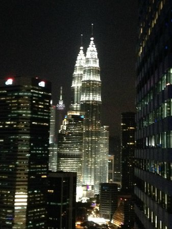 DoubleTree by Hilton Kuala Lumpur : Night view from the room